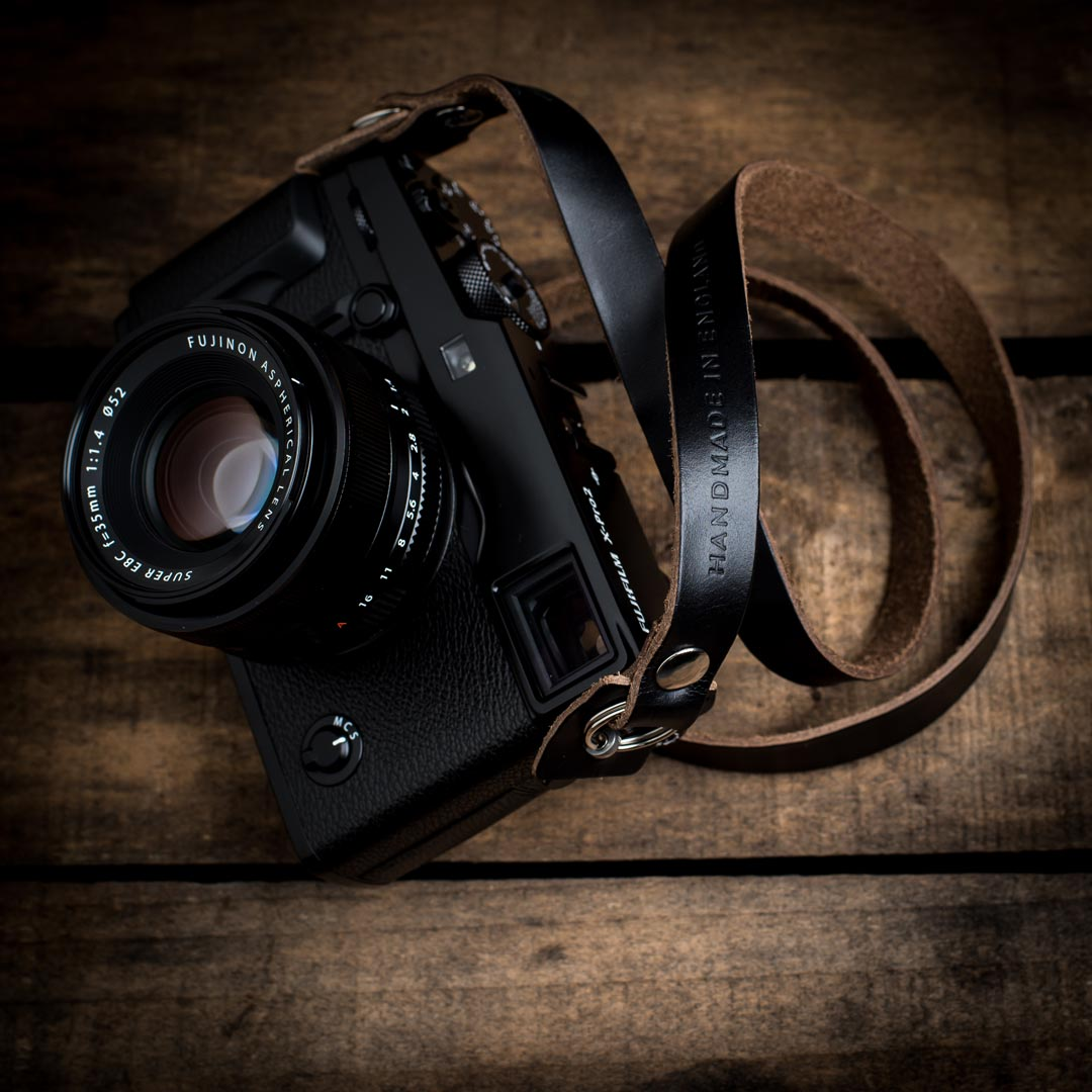 Black-Kensington-Camera-Strap-Fujifilm-X-Pro-2-Front