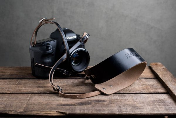 Hawkesmill-Borough-Black-Leather-Camera-Strap-Canon-5D-Mark2-1