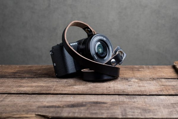 Hawkesmill-Kensington-Leather-Camera-Strap-Black-Rivet-Sony-1