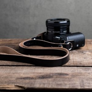 Hawkesmill-Kensington-Leather-Camera-Strap-Black-Rivet-Sony-3