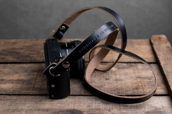 Hawkesmill-Kensington-Leather-Camera-Strap-Black-Rivet-Sony-4