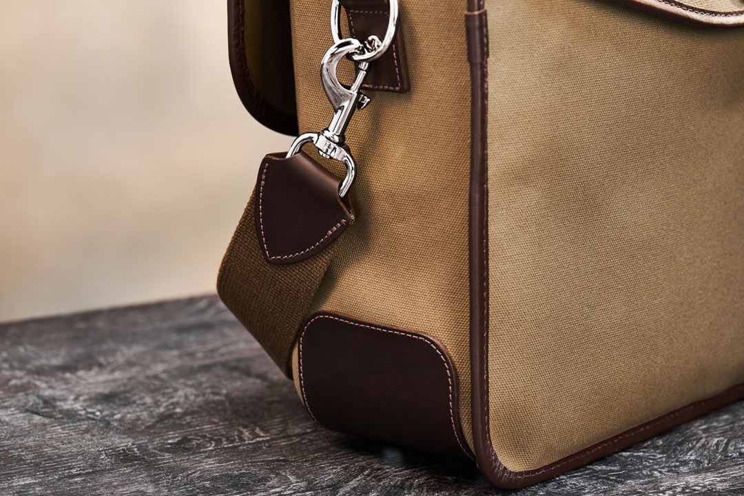 Hawkesmill-Marlborough-Camera-Bag-Rear-Trigger-Hook