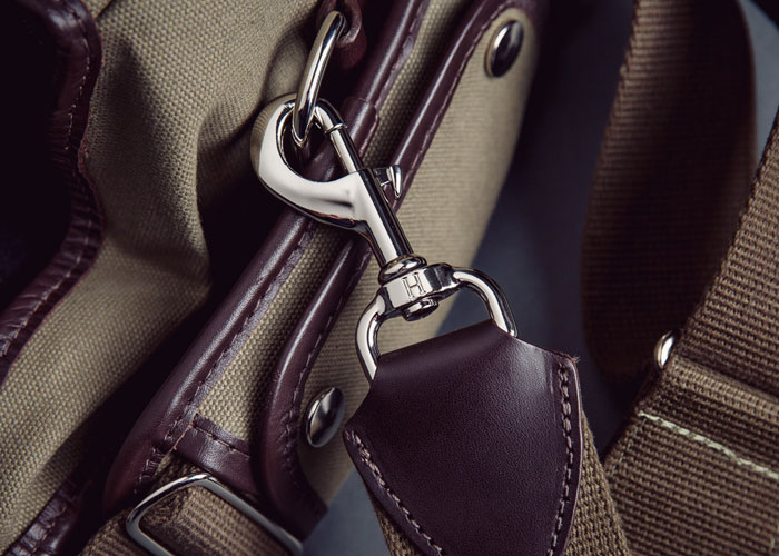 Hawkesmill-Camera-Messenger-Bag-Trigger-Hook-Up-Close